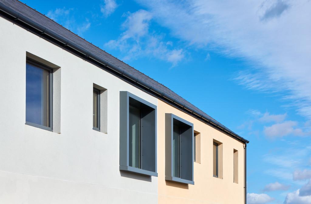 photo showing large windows